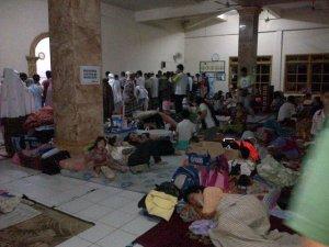 700-an Pengungsi di Masjid Mujahidin, Gembor, Priuk, Tangerang.